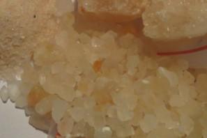 Růžová himálajská drcená sůl